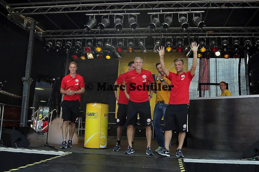 Neuzugänge Sebastian Polter, Julian Koch, Johannes Geis und Christoph Moritz (Mainz 05) kommen auf die Bühne