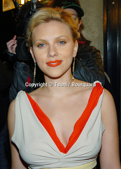 Scarlett Johannson arriving at A Love Song For Bobby Long Premiere at the Bruin Theatre in Los Angeles. December 13, 2004.