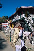 Indien, Himachal Pradesh, Touristen bei Mashobra