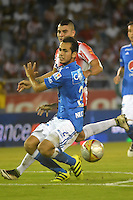 BARRANQUILLA  -COLOMBIA, 3-11-2016. Michael Rangel (Der) jugador del Junior disputa el balón con Gabriel Diaz (Izq) de Millonarios    durante encuentro  por la fecha 15 de la Liga Aguila II 2016 disputado en el estadio Metropolitano Roberto Meléndez ./ Michael Rangel (R) player of Junior  fights for the ball with Gabriel Diaz (L) player of Millonarios  during match for the date 15 of the Aguila League II 2016 played at Metropolitano Roberto Melendez stadium . Photo:VizzorImage / Alfonso Cervantes  / Contribuidor