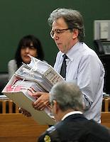 il PM Vincenzo Piscicelli nell   aula del tribunale di napoli durante il processo contro Valter Lavitola per corruzione