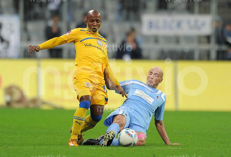 2. Fussball Bundesliga:  Saison   2011/2012,    18.  Spieltag  TSV 1860 Muenchen - Eintracht Braunschweig  09.12.2011 Domi Kumbela (li, Eintracht Braunschweig) gegen Necat Ayguen (1860 Muenchen)