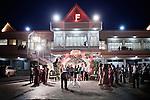 """PHNOM PHEN, CAMBODIA, APRIL 2013: Mondial Centre, realizzato nel 2002 su un terreno in Mao Tse-Tung Boulevard dove  si trovava il mercato dei ladri. Ha una capacità di 5000 persone sedute a 500 tavoli in 17 sale. Un tavolo per 10 costa da 20 a 22 dollari. Per la cena bisogna aggiungere circa 100 dollari a tavolo.© Giulio Di Sturco per """"D"""" della Repubblica"""