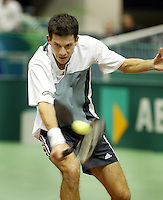 20040221, Rotterdam, ABNAMRO WTT, Henman in action against Hewitt