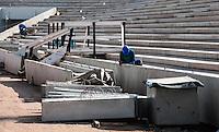 ATENCAO EDITOR: IMAGEM EMBARGADA PARA VEICULOS INTERNACIONAIS - SAO PAULO, 10 DE SETEMBRO 2012 - VISTORIA FIFA ITAQUERAO -  Vista do canteiro de obra do Itaquerao durante vistoria da Fifa na regiao leste da capital paulista, nesta segunda-feira, 10. (FOTO: VANESSA CARVALHO / BRAZIL PHOTO PRESS).