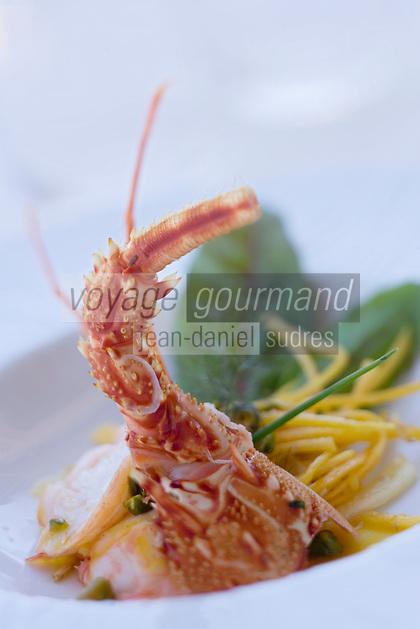 """Europe/France/2A/Corse du Sud/Propriano: Langouste pochée chips de carotte recette de Freddy Faverot  Chef du Restaurant """"Le Tout Va Bien -chez Parenti"""""""