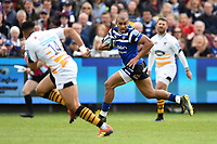Jonathan Joseph of Bath Rugby goes on the attack. Gallagher Premiership match, between Bath Rugby and Wasps on May 5, 2019 at the Recreation Ground in Bath, England. Photo by: Patrick Khachfe / Onside Images
