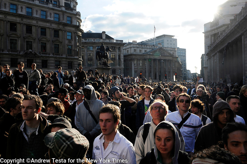 UK. London. 1st April 2009.. demonstrators at the bank of england.©Andrew Testa for the New York times