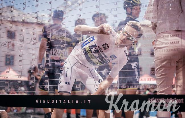 new Maglia Bianca (best young rider) Adam Yates (GBR/Orica-Scott) signing op<br /> <br /> Stage 19: San Candido/Innichen &rsaquo; Piancavallo (191km)<br /> 100th Giro d'Italia 2017