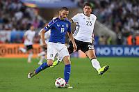 FUSSBALL EURO 2016 VIERTELFINALE IN BORDEAUX Deutschland - Italien      02.07.2016 Leonardo Bonucci (li, Italien)  vor Mario Gomez (re, Deutschland)