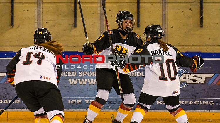 09.01.2020, BLZ Arena, Füssen / Fuessen, GER, IIHF Ice Hockey U18 Women's World Championship DIV I Group A, <br /> Japan (JPN) vs Deutschland (GER), <br /> im Bild Torjubel nach 0:1, Jennifer Miller (GER, #14), Lisa Heinz (GER, #3), Thea-Marleen Bartell (GER, #10)<br /> <br /> Foto © nordphoto / Hafner