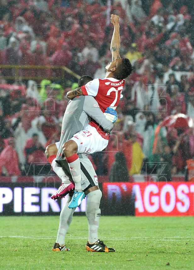 BOGOTA - COLOMBIA -27 -01-2015: Los jugadores de Independiente Santa Fe, celebran el titulo de la Super Liga 2015, en el estadio Nemesio Camacho El Campin de la ciudad de Bogota.   / The players of Independiente Santa Fe, celebrate the title of the Super Liga 2015 at the the Nemesio Camacho El Campin Stadium in Bogota city. Photo: VizzorImage / Luis Ramirez / Staff.