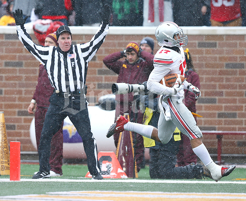 Ohio State Buckeyes running back Jalin Marshall (17) easily trots into the end zone in the first quarter to score the Buckeye's second TD of the day at TCF Bank Stadium on November 15, 2014. (Chris Russell/Dispatch Photo)
