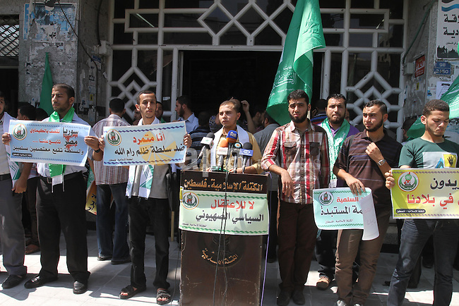 Palestinians hold banners during a protest calling for stop against members of Hamas violence by Ramallah government, in Gaza city on Aug. 22, 2013. Photo by Mohammed Asad