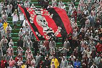 CURITIBA, PR, 23 DE OUTUBRO DE 2012 – ATLÉTICO-PR X GUARANI – Torcida do Atlético-PR durante partida contra o Guarani válida pela 32ª rodada da Série B do Campeonato Brasileiro 2012. O jogo aconteceu debaixo de chuva na tarde de terça (23), no Estádio Janguito Malucelli, o EcoEstádio, em Curitiba. (FOTO: ROBERTO DZIURA JR./ BRAZIL PHOTO PRESS)
