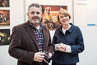 Preisverleihung &quot;UNICEF-Fotos des Jahres 2018&quot;.<br /> First Lady Elke Buedenbender, Schirmherrin von UNICEF Deutschland, zeichnete am Donnerstag den 20 Dezember 2018 in Berlin den Spanischen Fotografen Antonio Aragon Renuncio als Gewinner des &quot;UNICEF-Fotos des Jahres&quot; 2018 aus. <br /> Das Siegerfoto von Antonio Aragon Renuncio zeigt das Portrait eines kleinen Jungen mit Beinprotesen im &quot;Saint Louis Orione-Zentrum&quot; in Bombouaka, Togo. Das Zentrum ist Zuflucht fuer koerperlich oder geistig behinderte Kinder, welche von ihren Familien verstossen wurden.<br /> Im Bild: Antonio Aragon Renuncio und Elke Buedenbender.<br /> 20.12.2018, Berlin<br /> Copyright: Christian-Ditsch.de<br /> [Inhaltsveraendernde Manipulation des Fotos nur nach ausdruecklicher Genehmigung des Fotografen. Vereinbarungen ueber Abtretung von Persoenlichkeitsrechten/Model Release der abgebildeten Person/Personen liegen nicht vor. NO MODEL RELEASE! Nur fuer Redaktionelle Zwecke. Don't publish without copyright Christian-Ditsch.de, Veroeffentlichung nur mit Fotografennennung, sowie gegen Honorar, MwSt. und Beleg. Konto: I N G - D i B a, IBAN DE58500105175400192269, BIC INGDDEFFXXX, Kontakt: post@christian-ditsch.de<br /> Bei der Bearbeitung der Dateiinformationen darf die Urheberkennzeichnung in den EXIF- und  IPTC-Daten nicht entfernt werden, diese sind in digitalen Medien nach &sect;95c UrhG rechtlich geschuetzt. Der Urhebervermerk wird gemaess &sect;13 UrhG verlangt.]