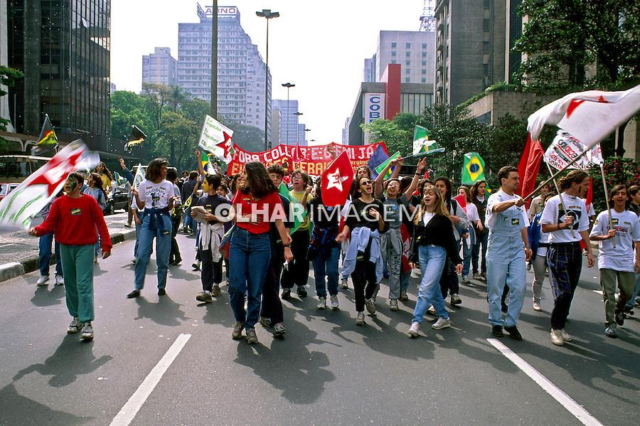 Manifestação pró impeachment de Collor na Avenida Paulista. São Paulo. 1992. Foto de Juca Martins.