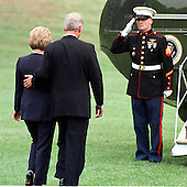United States President Bill Clinton and first lady Hillary Rodham Clinton prepare to board Marine 1 as they depart the White House for their trip to Russia on August 31, 1998.<br /> Credit: Ron Sachs / CNP
