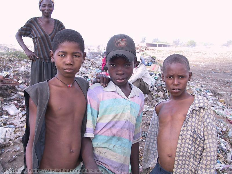 Bocaria (dump), Maputo, Mozambique, AFRICA, Iris Ministries May 2001.