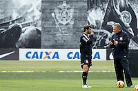SAO PAULO, SP 24 SETEMBRO 2013 - TREINO CORINTHIANS - O jogador Douglas e o técnico Tite durante o treino de hoje, 24, no Ct. Dr. Joaquim Grava.. foto: Paulo Fischer/Brazil Photo Press.