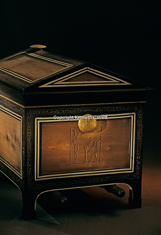 Chest with carrying poles, Tutankhamun and the Golden Age of the Pharaohs, Page 238