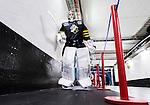 Stockholm 2014-10-02 Ishockey Hockeyallsvenskan AIK - BIK Karlskoga :  <br /> AIK:s m&aring;lvakt Alexander Hamberg p&aring; v&auml;g till omkl&auml;dningsrummet i Hovet inf&ouml;r matchen mellan AIK och BIK Karlskoga <br /> (Foto: Kenta J&ouml;nsson) Nyckelord:  AIK Gnaget Hockeyallsvenskan Allsvenskan Hovet Johanneshovs Isstadion Bofors BIK Karlskoga portr&auml;tt portrait inomhus interi&ouml;r interior