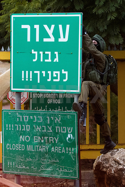 Israeli soldiers in a security checkpoint along a road near the northern Israeli town of Metula near the border with Lebanon on December 5, 2018. - Israel had announced on December 4 that it had discovered Hezbollah tunnels infiltrating its territory from Lebanon and launched an operation to destroy them. Photo by: Ayal Margolin- JINIPIX