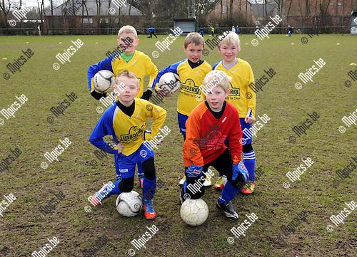 2013-03-02 / Jeugdvoetbal / seizoen 2012-2013 / U8 FC De Kempen / Joram Vanossel, Lucas Hendrickx, Brent Goris, Beau Van Den Bergh en Wout Vrys..Foto: Mpics.be