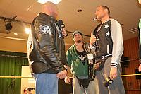 WWE Superstar Ryback kann verletzungsbedingt nicht das Match gegen GHW Champion Sasa Keel (r.) absolvieren - 22.04.2017: GHW Kampfabend mit WWE-Superstar Ryback