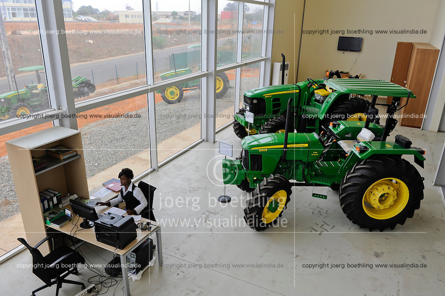 ANGOLA John Deere farming machines Distributor and service LonAgro an der Estrada de Catete
