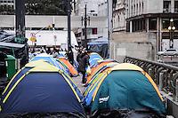 SAO PAULO, SP 15 de julho 2013- Movimentos que pedem a construção de moradias populares, continua acampados na frente da Prefeitura de São Paulo, no centro da capital. Eles cobram uma promessa de campanha do prefeito Fernando Haddad (PT) e prometem ficar no local até conseguir uma audiência para discutir o assunto.     ADRIANO LIMA / BRAZIL PHOTO PRESS).
