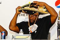 Mexico, DF.- La estrella de la NFL  James Harrison, durante la conferencia de prensa ofrecida por los jugadores de los Acereros de Pittsburgh, donde presentaron el programa de Tv 'Pasión Acerera' y anunciaron que durante su visita a la Ciudad de México ofrecerán clínicas deportivas a niños en el Tec de Monterrey campus Santa Fe..Foto: Carlos Tischler/ zenitimages /NORTEPHOTO* **SOLO*VENTA*EN*MEXICO** **CREDITO*OBLIGATORIO** **No*Venta*A*Terceros** **No*Sale*So*third** *** No*Se*Permite Hacer Archivo** **No*Sale*So*third** *Para*más*información:*email*NortePhoto@gmail.com*web*NortePhoto.com*