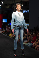 SÃO PAULO-SP-03.03.2015 - INVERNO 2015/MEGA FASHION WEEK -CVL Jeans/<br /> O Shopping Mega Polo Moda inicia a 18° edição do Mega Fashion Week, (02,03 e 04 de Março) com as principais tendências do outono/inverno 2015.Com 1400 looks das 300 marcas presentes no shopping de atacado.Bráz-Região central da cidade de São Paulo na manhã dessa segunda-feira,02.(Foto:Kevin David/Brazil Photo Press)