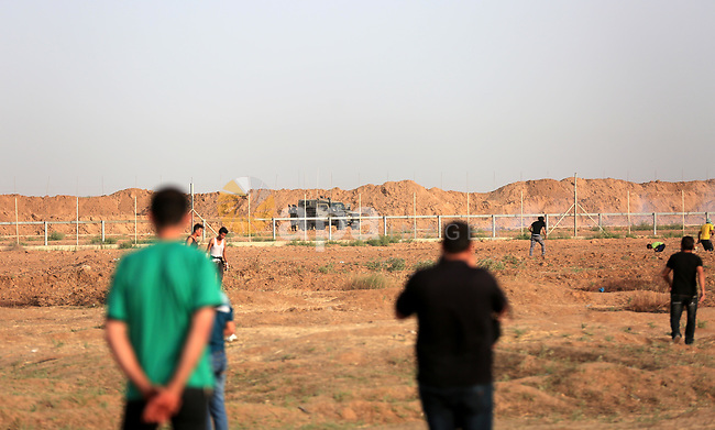 Palestinian protesters gather during clashes with Israeli security froces in a tent city protest where Palestinians demand the right to return to their homeland and against U.S. embassy move to Jerusalem at the Israel-Gaza border, at the Israel-Gaza border, in east of Gaza city, on May 25, 2018. Photo by Dawoud Abo Alkas
