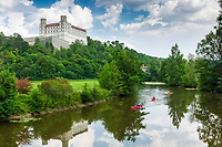 Deutschland, Bayern, Oberbayern, Altmuehltal, Eichstaett - grosse Kreisstadt im Naturpark Altmuehltal: Willibaldsburg oberhalb der Altmuehl | Germany, Upper Bavaria, Altmuehl Valley, Eichstaett: Willibald Castle upon river Altmuehl