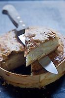 Europe/France/Picardie/80/Somme/Baie de Somme/Quesnoy Le Montant: Bisteu ,paté de pommes de terre et  lard, plat picard de la Boulangerie Pâtisserie Fréville