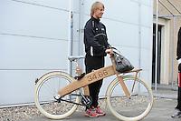 SCHAATSEN: HEERENVEEN: Thialf, 14-06-2012, Zomerijs, Michel Mulder op z'n houten fiets (Bough Bike) met baanrecord (34.66) bij Thialf, ©foto Martin de Jong