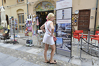 - Sicilia, turisti nella citt&agrave; di Cefal&ugrave;<br />