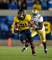 Keenan Allen of California runs the ball after catching a pass during the game against UCLA at Memorial Stadium in Berkeley, California on October 6th, 2012.  California defeated UCLA, 43-17.
