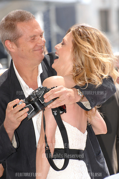 Michelle Pfeiffer & Jeff Bridges on Hollywood Blvd where she was honoured with the 2,345th star on the Hollywood Walk of Fame..August 6, 2007  Los Angeles, CA.Picture: Paul Smith / Featureflash