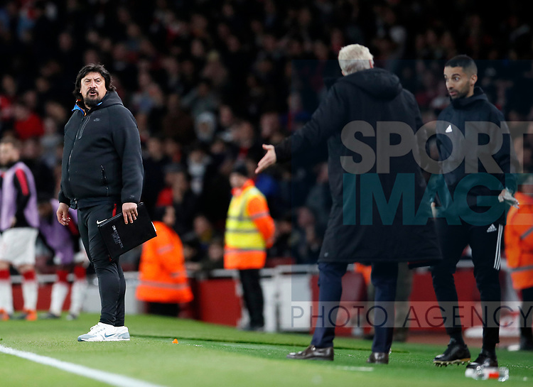 Atletico's German Burgos has words with Arsenal's Arsene Wenger during the Europa League Semi Final 1st Leg, match at the Emirates Stadium, London. Picture date: 26th April 2018. Picture credit should read: David Klein/Sportimage