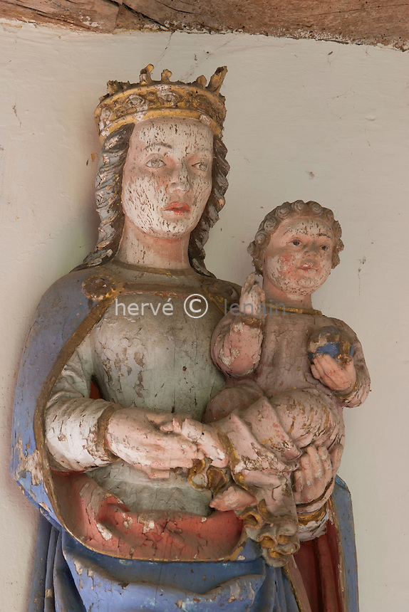 France, Morbihan (56), Lignol, hameau de Saint-Yves, la chapelle Saint-Yves, Vièrge à l'Enfant // France, Morbihan, Lignol, hamlet of Saint-Yves, chapel Saint-Yves, Madonna with the Child