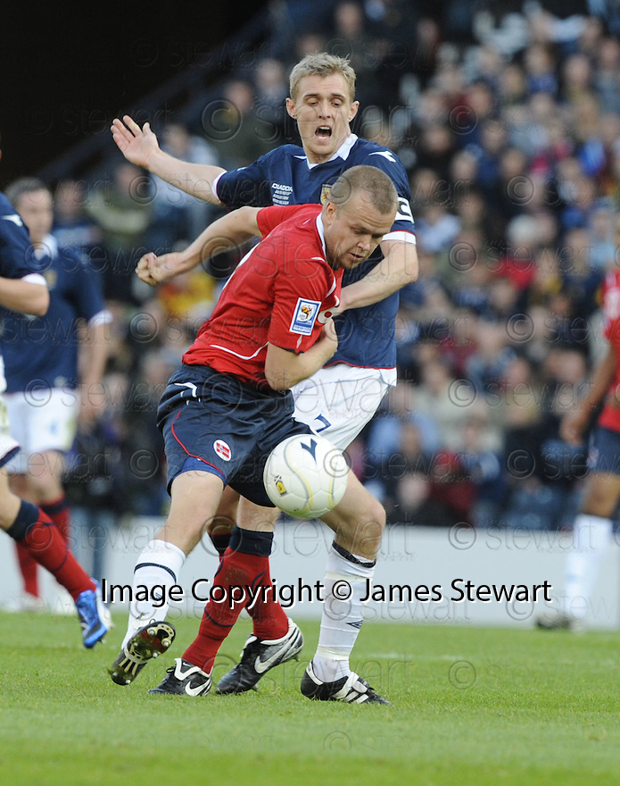 11/10/2008  Copyright Pic: James Stewart.File Name : sct_jspa09_scotland_v_norway.CHRISTIAN GRINDHEIM AND DARREN FLETCHER CHALLENGE.James Stewart Photo Agency 19 Carronlea Drive, Falkirk. FK2 8DN      Vat Reg No. 607 6932 25.Studio      : +44 (0)1324 611191 .Mobile      : +44 (0)7721 416997.E-mail  :  jim@jspa.co.uk.If you require further information then contact Jim Stewart on any of the numbers above........