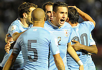 MONTEVIDEO - URUGUAY -13-10-2015: Los jugadores de Uruguay celebran el gol anotado a Colombia, durante partido de la fecha 2 válido entre Uruguay y Colombia por la clasificación a la Copa Mundo FIFA 2018 Rusia jugado en el estadio Centenario de la ciudad de Montevideo. /  The players of Uruguay celebrate a scored goal to Colombia during match for the date 2 valid between Uruguay and Colombia,  for the 2018 FIFA World Cup Russia Qualifier played at Centenario Stadium in Montevideo city. Photo: Photosportr VizzorImage / Dante Fernandez / Cont.