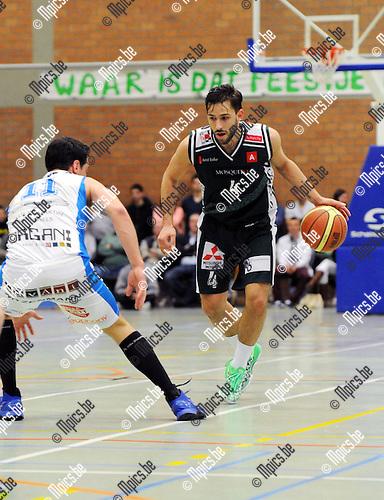2013-04-28 / Basketbal / seizoen 2012-2013 / Gembo - Kangoeroes Boom / Domien Loubry (Gembo) probeert Gorremans te passeren..Foto: Mpics.be
