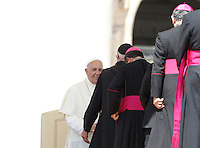 Papa Francesco saluta alcuni vescovi al termine dell'udienza generale del mercoledi' in Piazza San Pietro, Citta' del Vaticano, 10 giugno 2015.<br /> Pope Francis greets some bishops at the end of his weekly general audience in St. Peter's Square at the Vatican, 10 June 2015.<br /> UPDATE IMAGES PRESS/Isabella Bonotto<br /> <br /> STRICTLY ONLY FOR EDITORIAL USE