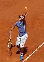 Il serbo Viktor Troicki al servizio nel corso degli Internazionali d'Italia di tennis a Roma, 10 maggio 2016.<br /> Serbia's Viktor Troicki serves the ball to Japan's Kei Nishikori at the Italian Open tennis tournament, in Rome, 10 May 2016.<br /> UPDATE IMAGES PRESS/Isabella Bonotto