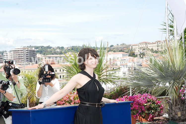 **ALL ROUND PICTURES FROM SOLARPIX.COM**.**WORLDWIDE SYNDICATION RIGHTS**.Photocall for Voyage du Ballon Rouge at the 60th Cannes International Film Festival,Cannes,France.17 May 2007.  This pic: Hsiao-hsien Hou,Louise Margolin, Juliette Binoche, Simon Iteanu..JOB REF:    3928      JWC        DATE:  17.05.07.**MUST CREDIT SOLARPIX.COM OR DOUBLE FEE WILL BE CHARGED* *UNDER NO CIRCUMSTANCES IS THIS IMAGE TO BE REPRODUCED FOR ANY ONLINE EDITION WITHOUT PRIOR PERMISSION*