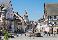 Germany, Baden-Wurttemberg, Black Forest, Gengenbach: centre with Niggel Tower and half-timbered houses | Deutschland, Baden-Wuerttemberg, Schwarzwald, Gengenbach im Ortenaukreis: Stadtzentrum mit Niggelturm und Fachwerkhaeusern