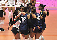 BOGOTÁ-COLOMBIA, 07-01-2020: Jugadoras de Colombia celebran durante partido entre Venezuela y Colombia en el Preolímpico Suramericano de Voleibol, clasificatorio a los Juegos Olímpicos Tokio 2020, jugado en el Coliseo del Salitre en la ciudad de Bogotá del 7 al 9 de enero de 2020. / Players from Colombia celebrate during a match between Venezuela and Colombia, in the South American Volleyball Pre-Olympic Championship, qualifier for the Tokyo 2020 Olympic Games, played in the Colosseum El Salitre in Bogota city, from January 7 to 9, 2020. Photo: VizzorImage / Luis Ramírez / Staff.